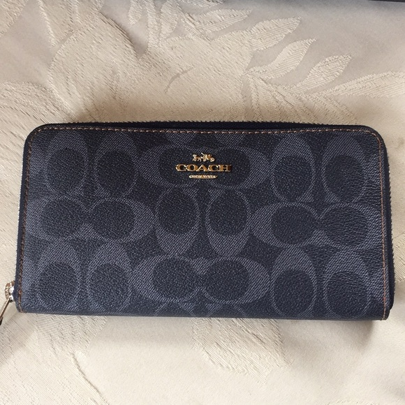 brand new 8156f 1839e Coach F57665 Signature Accordion Zip Wallet Denim